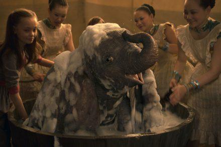 Dumbo ใหม่ของดิสนีย์เป็นระเบียบ CGI ที่หรูหรา